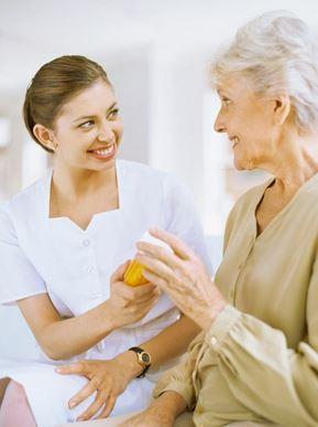 Debemos cuidar a nuestros mayores. Con un simple análisis de sangre y extracción de ADN es  posible determinar estas variantes alélicas y personalizar el tratamiento.